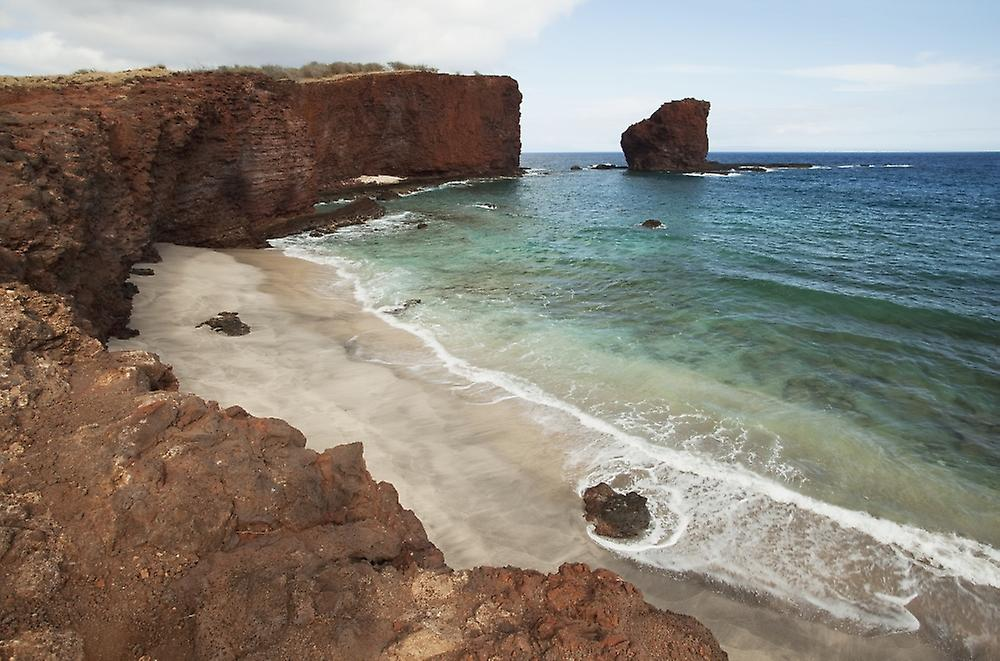 sweetheart hawaii Pu'u pehe, also known as sweetheart rock, located on lanai is a beautiful location, with red rocks and cliffs that contrast sharply against the deep blue ocean.