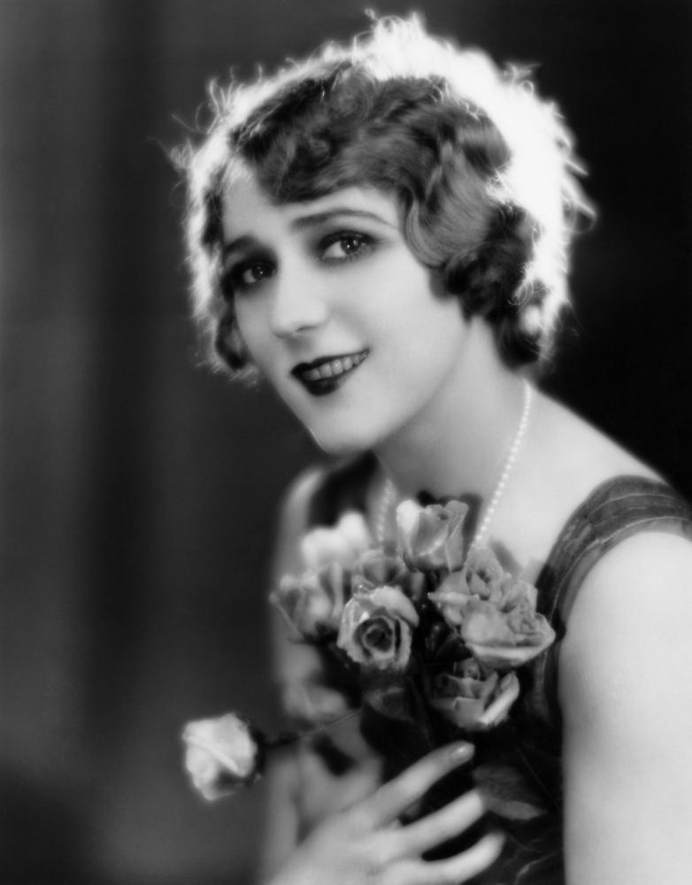 a brief biography of mary pickford Mary pickford (1893 to 1979) began working for biograph as a teenager ten years later, she was making half a million dollars a year, owned her own studio, and helped form the united artists pickford was most famous for her roles based on victorian literature where she brought a.