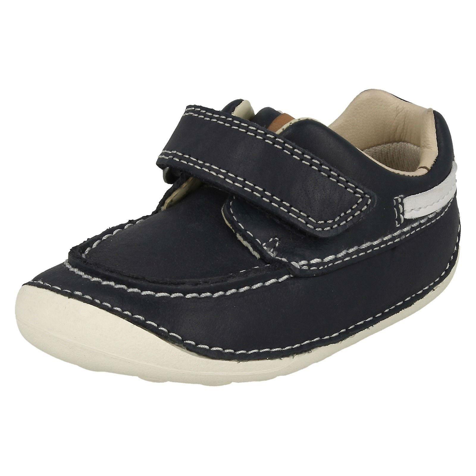 c3b3342da Niños Clarks preandante varios zapatos de nube pequeña