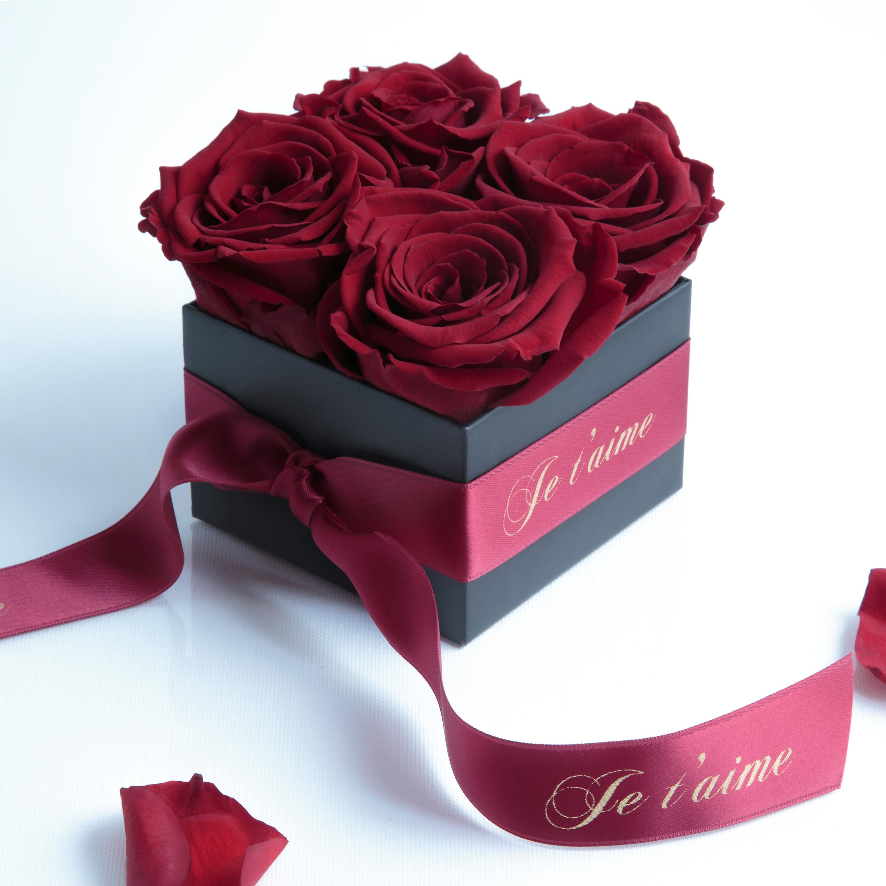 Je T Aime Box With 4 Dark Red And Satin Ribbon Roses Preserved