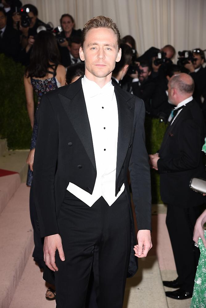 Tom Hiddleston At Arrivals For Manus X Machina Fashion In An Age Of  Technology Opening Night Costume Institute Annual Gala - Part 3  Metropolitan