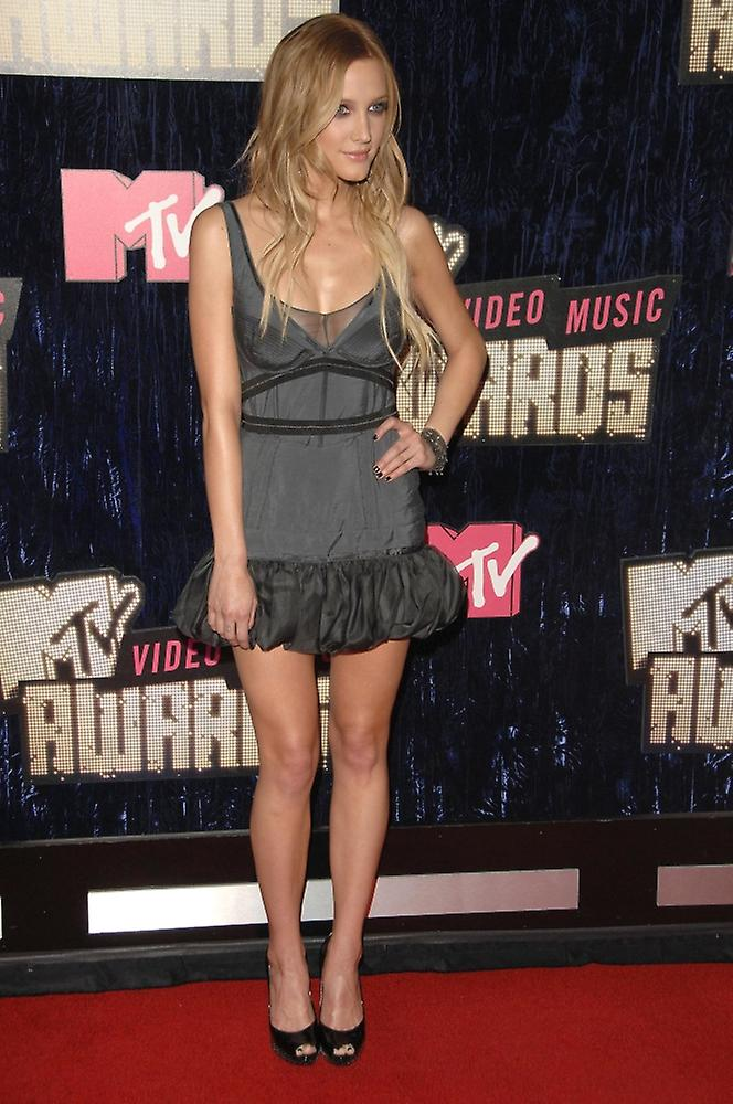 Ashlee Simpson At Arrivals For 2007 Mtv Vma Video Music Awards