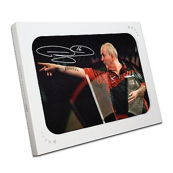 Phil Taylor ondertekend Darten foto: Bij de Oche