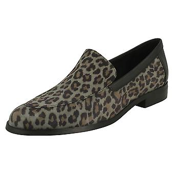 Ladies Clarks formale slip su scarpe Bizzy Alba
