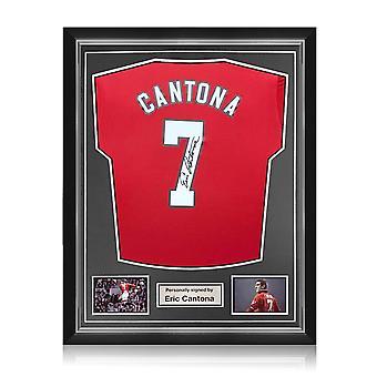 Eric Cantona kuittasi Manchester Unitedin 2019-20 paidassa. Superior-kehys