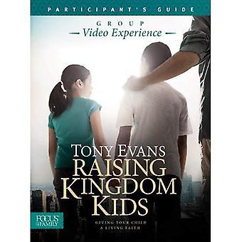 Levantando o guia do Reino crianças participantes