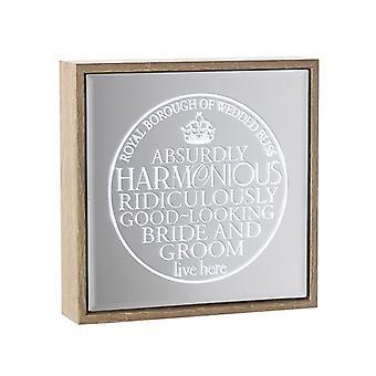 Himlen sänder ljus upp spegeln för bruden och brudgummen