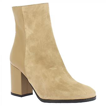 Leonardo Shoes Women's heeled ankle boots handmade in hazelnut leather and suede
