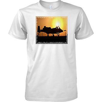 A10 Tank Buster en la puesta del sol - avión militar clásico de la USAF - camiseta para niños