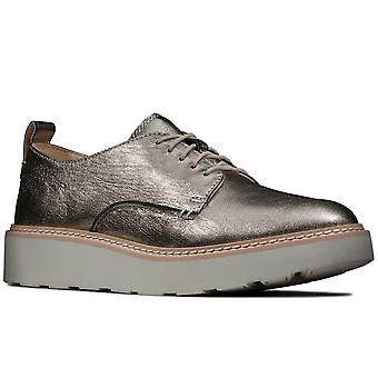 كلاركس تتبع المشي النساء عارضة أحذية ديربي