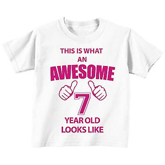 これは何の素晴らしい 7 年古い見えるような白 t シャツ ピンク テキストです。