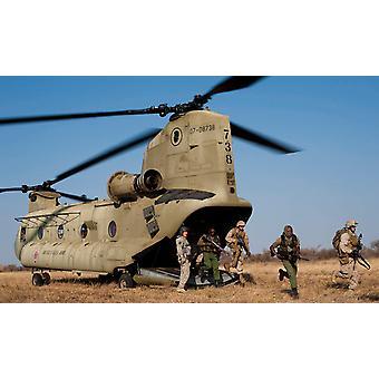 US Marines uscire un elicottero di Hawaii Army National Guard CH-47F Chinook stampa del manifesto di Stocktrek Images