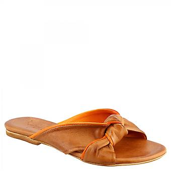 Leonardo Shoes Women's handgemaakte platte slipper sandalen in bruin oranje geit en kalfsleer