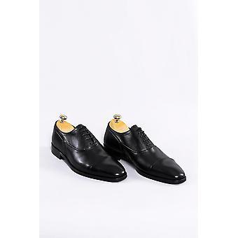 Musta nahka klassiset kengät | Kävi koulua wessi