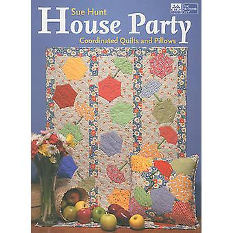 House Party - Coordinated Quilts and Pillows by Sue Hunt - 97815647799