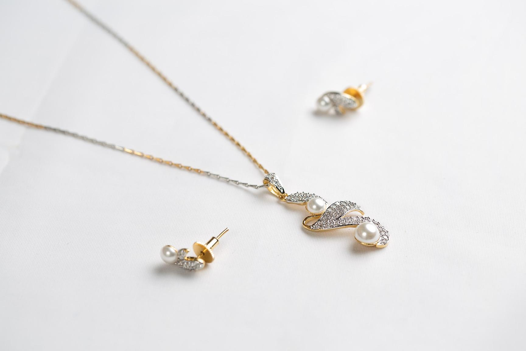 CUBIC ZIRCONIA & PEARL STONES GOLD PLATED EARRINGS AND NECKLACE SET