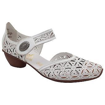 Correa de tacón bajo Rieker sobre zapatos blancos de cuero