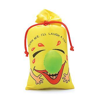 يضحك حقيبة