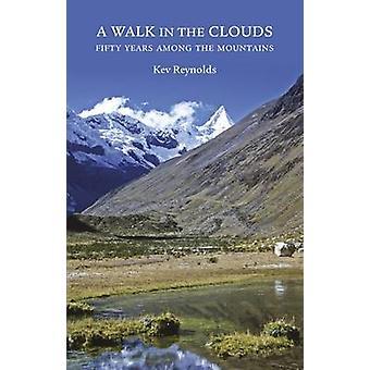 Een Walk in the Clouds - 50 jaar tussen de bergen door Kev Reynolds-