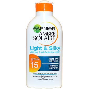 Garnier Ambre Solaire Sun Tan Lotion lumière Ultra léger & soyeux 200ml SPF15 résistant à l'eau