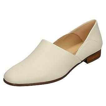 Senhoras Clarks Deslizamento ocasional em sapatas puro tom