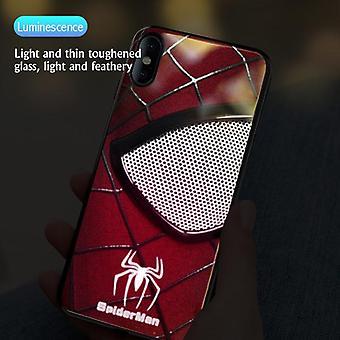 Spider-man iron man iluminando la caja de vidrio del teléfono