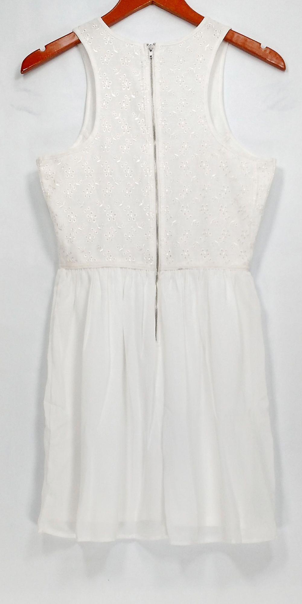 Socialite Dress Sleeveless Embellished Back Zippered White