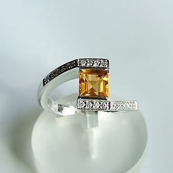 White gold ring with citrien and brilliant