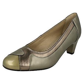 Sapatos de senhoras remadores corte elegante joia