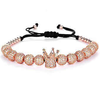 Bracelets-couronne et perles de couleur rosée