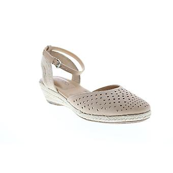 Me Too Adult Womens Norina Closed Toe Ankle Strap Slingback Flats