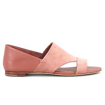 Couro rosa de Tod e sandália de camurça