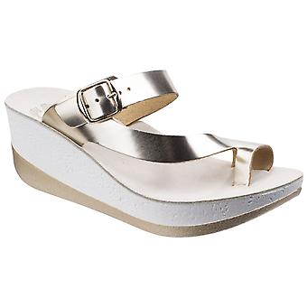 Fantasy Womens Felisa Buckle Up Sandal Gold