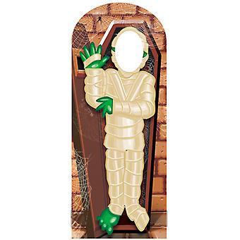 Mumien står i Lifesize Cutout