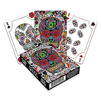 Calaveras de azúcar jugando a las cartas