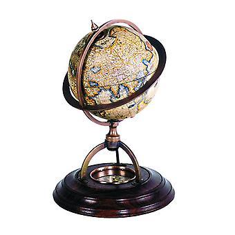 Maanpäällinen maapallo kompassilla