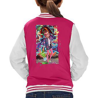 Sindy yllään kukkatakki lasten varsity takki