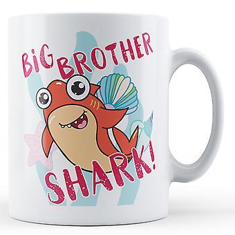 ¡Gran hermano tiburón! -Taza impresa