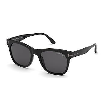 توم فورد بروكلين TF833 01A لامعة أسود / دخان النظارات الشمسية