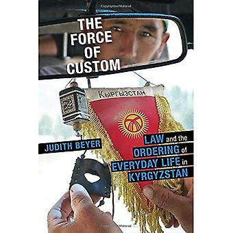 De kracht van aangepaste: recht en het bestellen van het dagelijks leven in Kirgizstan (centrale Eurasia in Context)