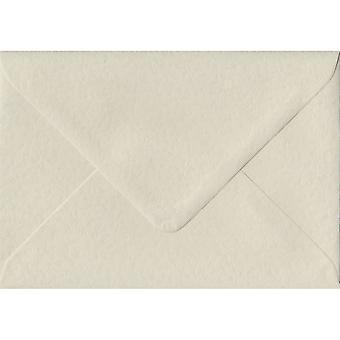 Ivoor Hammer gegomd Gift/plaats kaart ivoor gekleurde enveloppen. 100gsm FSC duurzaam papier. 70 mm x 110 mm. bankier stijl envelop.