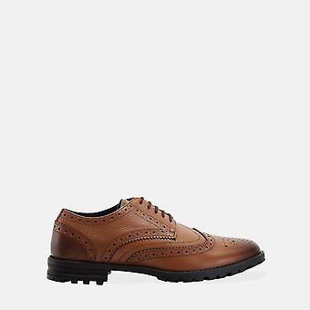 James tan brogue