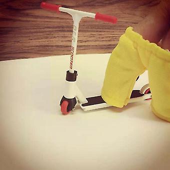 1 Set Finger Spielzeug für Kinder Roller mit Schlittschuhen und FingerBoard Tools Fun Hose Spielzeug (Gelb)