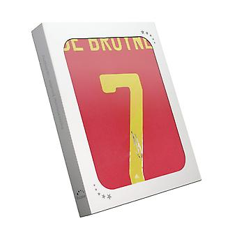Kevin De Bruyne signerte Belgia-skjorte. Gaveeske