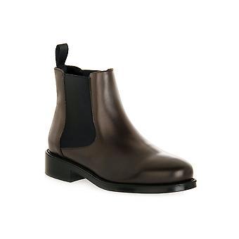 Frau brown silk shoes