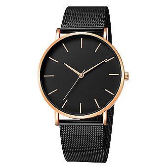 女性はモントレフェムメッシュベルト高級腕時計を見ます