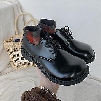 الرياح البريطانية مع قاع سميك مع أحذية جلدية صغيرة