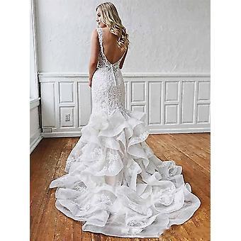 Кружевное глубокое V-образное свадебное платье