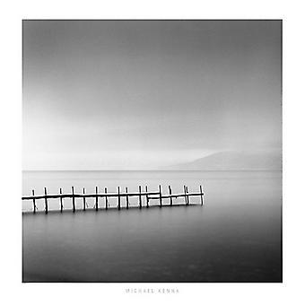 מייקל קנה ערפילי בוקר שיקוצא אגם הוקקאידו פוסטר הדפסה על ידי מייקל Kenna (27 x 27)
