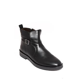 Zapięte czarne skórzane buty | wessi